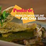 Poularde, Wildreis, Petersilie Mousseline Sauce und Chia Samen