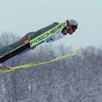 Kazuyoshi Funaki fliegt zu perfekten Punkten in Nagano