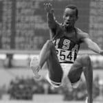 """1968年墨西哥奥运会比蒙""""腾飞""""刷新跳远纪录"""