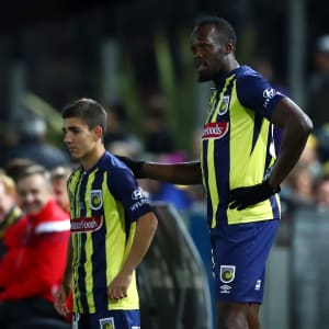 Usain Bolt of the Mariners prepares to run