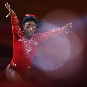 Simone Biles hurdles on floor during the apparatus final at the 2018 Worlds