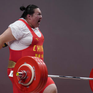 China's Le Wenwen on her way to +87kg victory in the Tokyo 2020 test event