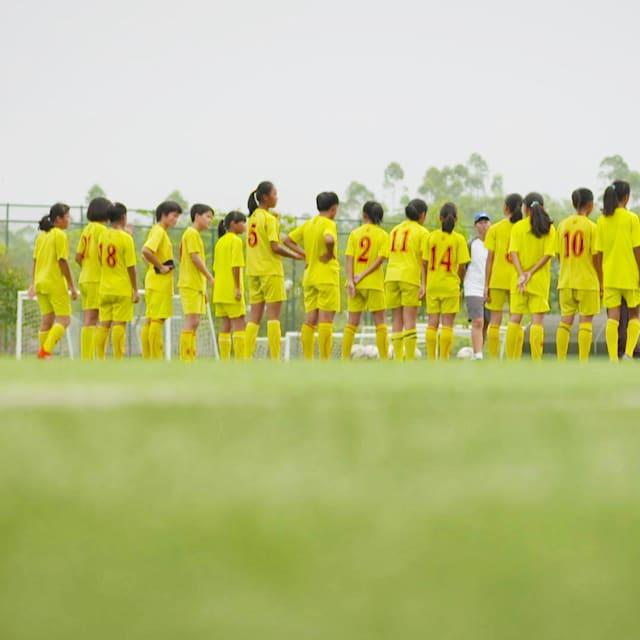 China sonha com futebol: O aparecimento de escolas privadas