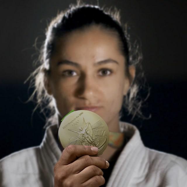 Como Majlinda Kelmendi colocou Kosovo no mapa com sua medalha