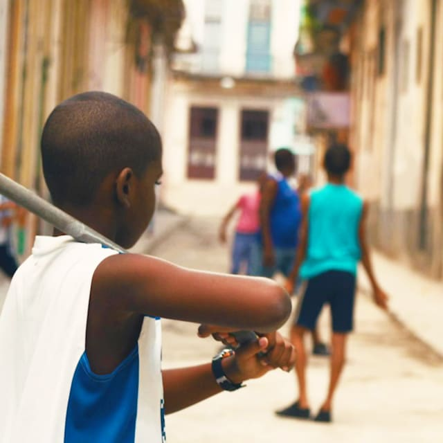 Cuatro Esquinas: Die Basics vom Straßen-Baseball in Havanna