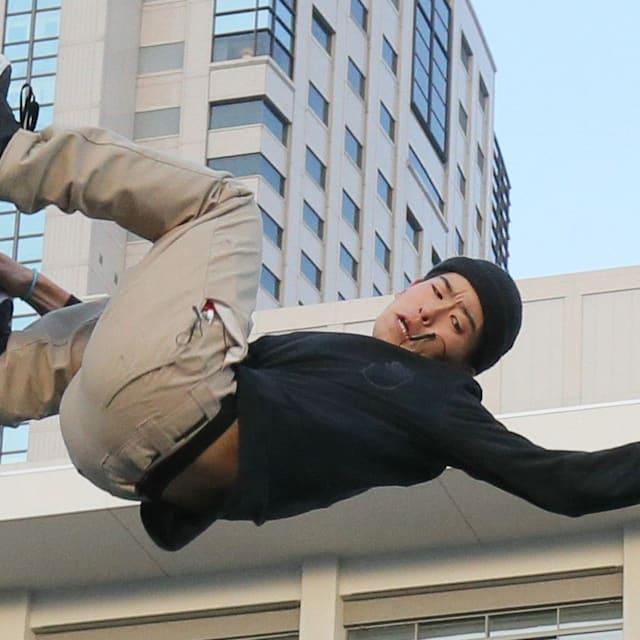 スケートボード:スマートフォンで難易度の高いトリックを学ぶ池田大亮は、11歳からプロスケートボーダーとして活躍