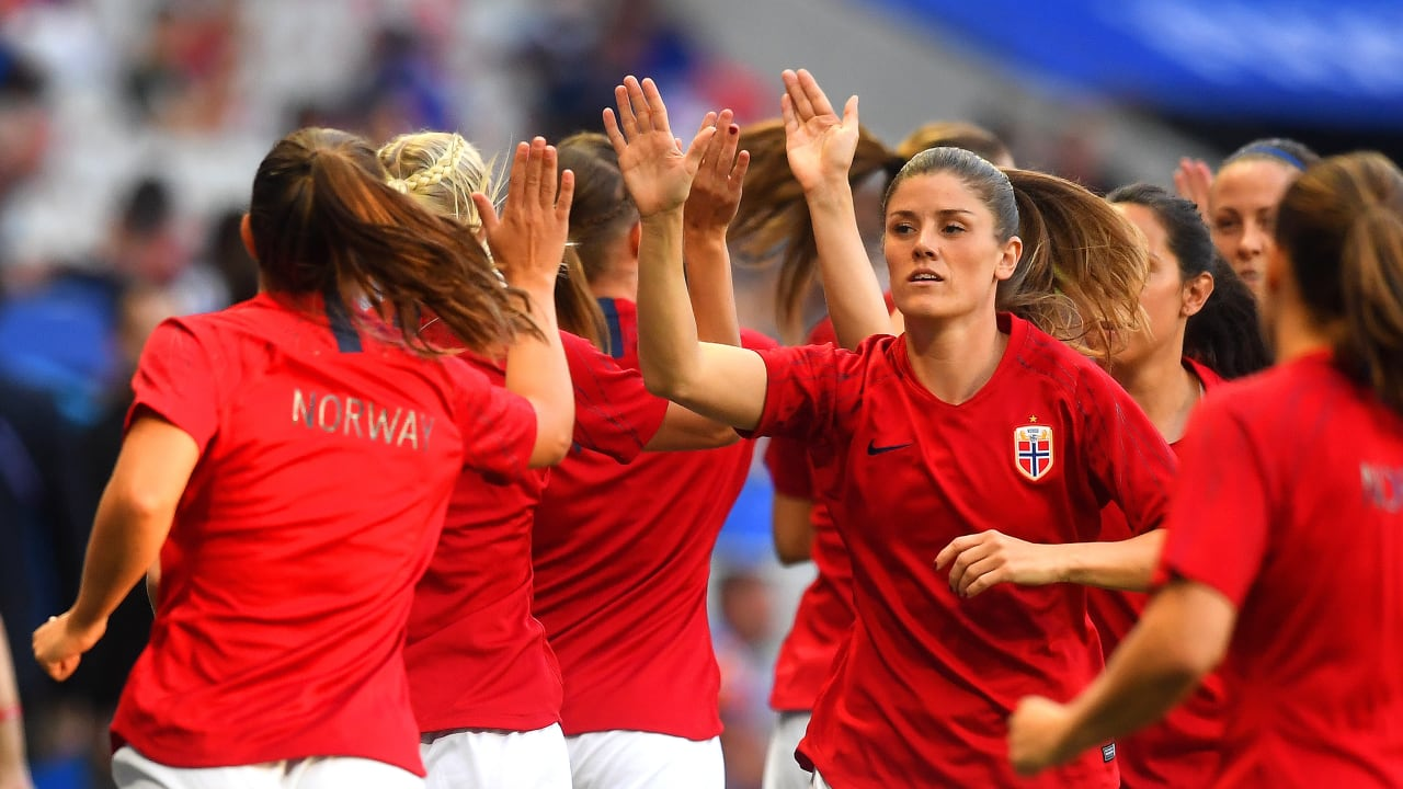 サッカー選手報酬の男女平等でリードするノルウェー