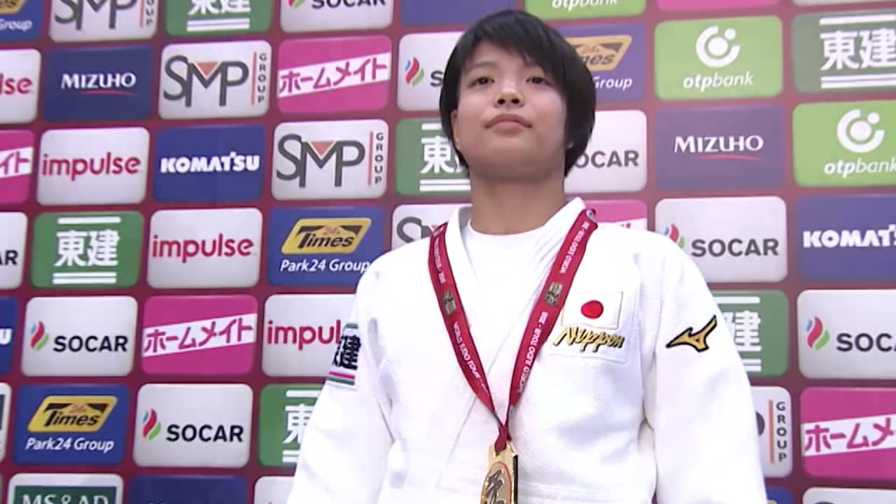 Teenage star Uta Abe opens Osaka Grand Slam in style