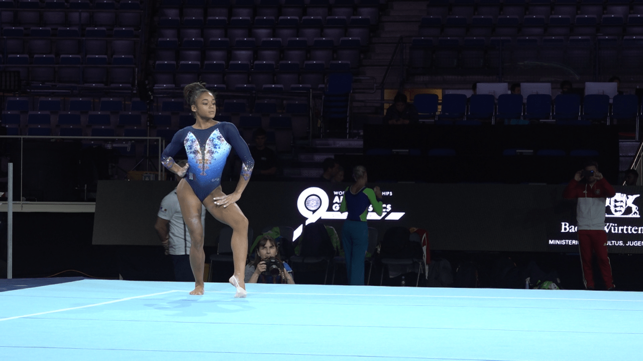 Watch Melanie de Jesus dos Santos' floor routine from podium training