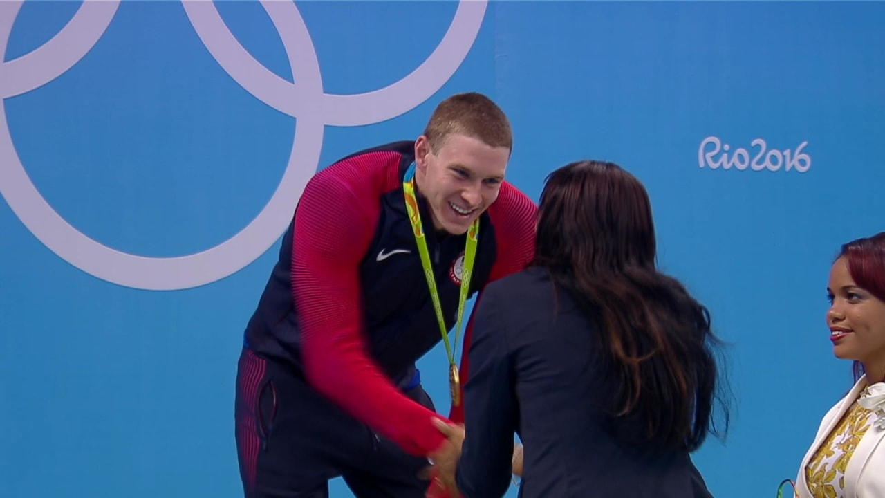 Murphy wins gold for the USA in Men's 200m Backstroke