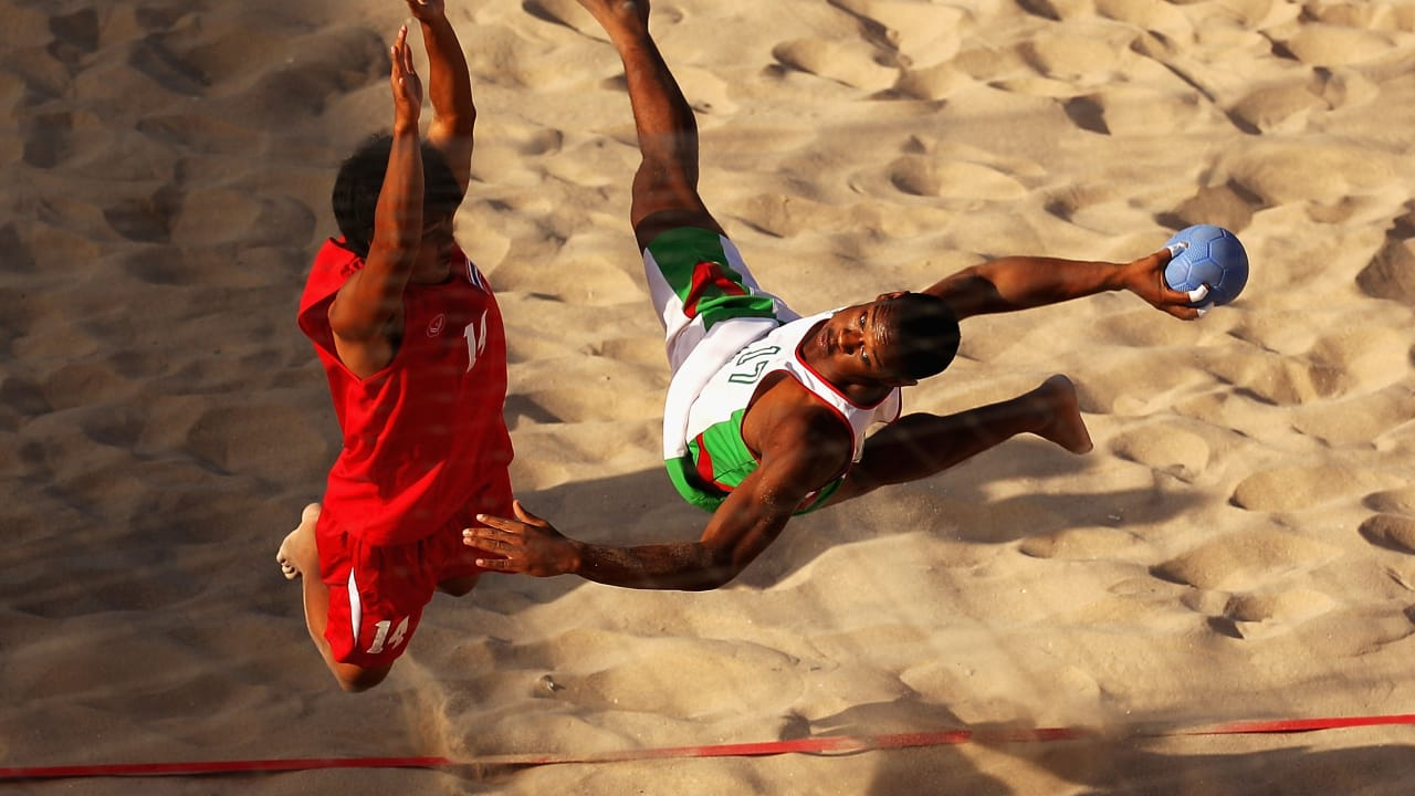 360-degree spins, alley-oops and more at Beach Handball debut