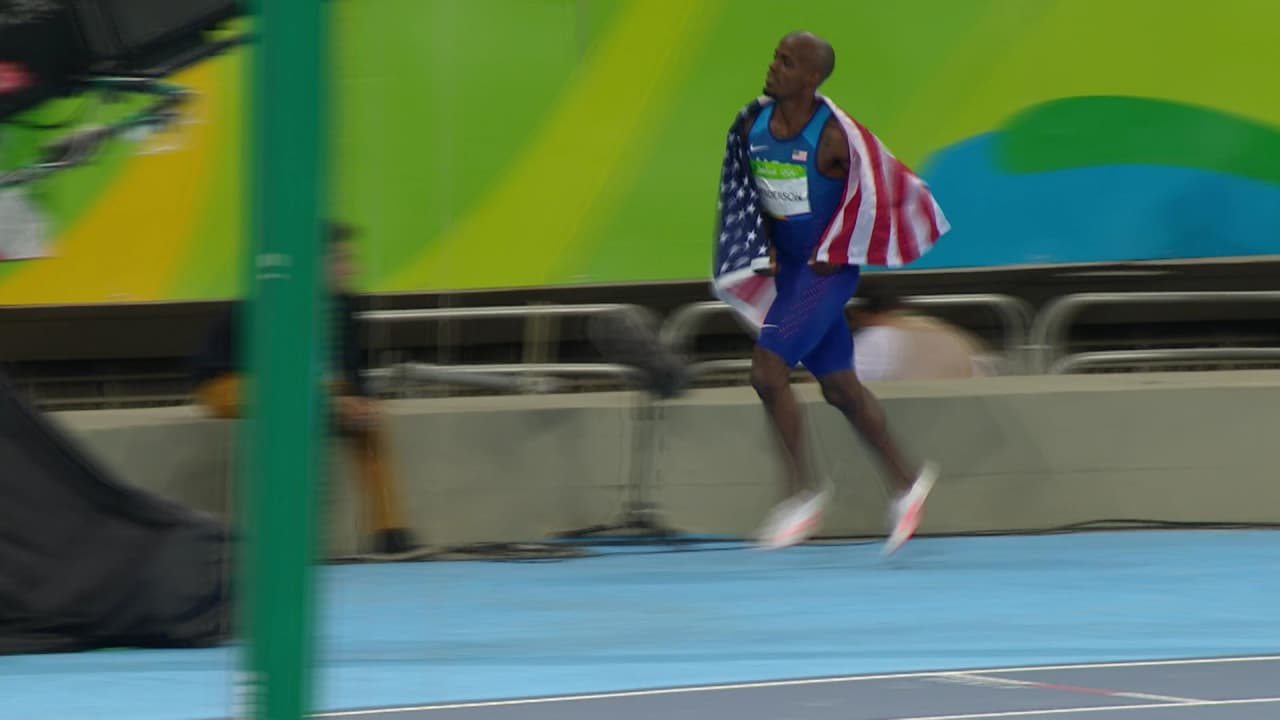 USA's Henderson leaps to Long Jump gold