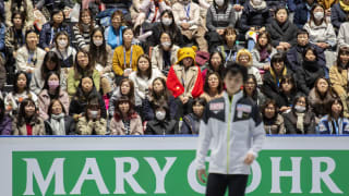 The crowd watches on as Yuzuru Hanyu prepares for practice