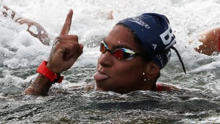 Ana Marcela Cunha of Brazil celebrates after winning the Women's 5km Final at the Gwangju 2019 FINA World Championships at Yeosu EXPO Ocean Park on July 17, 2019 in Yeosu, South Korea. (Photo by Chung Sung-Jun/Getty Images)