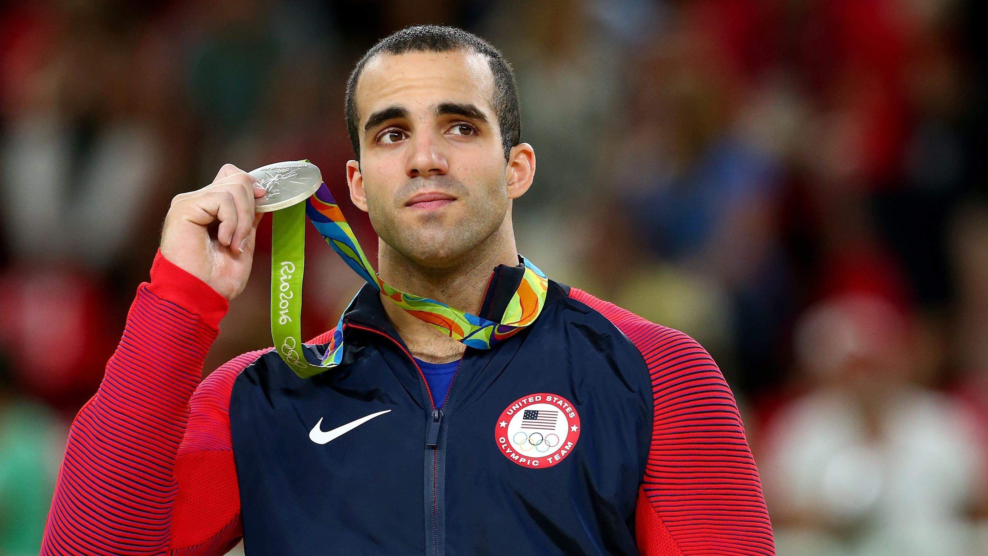 Danell Leyva ganhando medalha de prata nas Olimpíadas Rio 2016. (Foto: Reprodução / Olympic Channel)