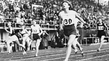 Marjorie Jackson éblouit avec un doublé du sprint