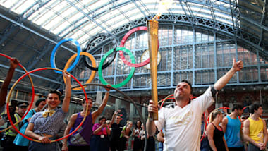 Olympic Flame passes iconic London landmarks on penultimate day of Olympic Torch Relay