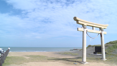 شاطئ البحر الذي يلهب حماس نجوم ركوب الأمواج