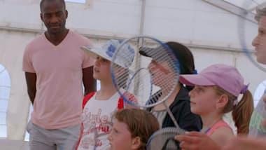 Greece: Badminton puts smiles back on Syrian refugee children's faces