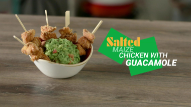 Salted maize chicken with guacamole