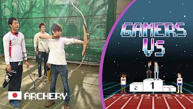 Aki y Masuo prueban sus destrezas con el arco en el centro de entrenamiento