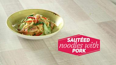 Sautéed noodles with pork
