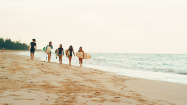 ركوب الأمواج تلهم الشباب الكوبي   Arriba Cuba
