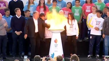 الشعلة الأولمبية تصل إلى الأرجنتين قبيل ألعاب الشباب