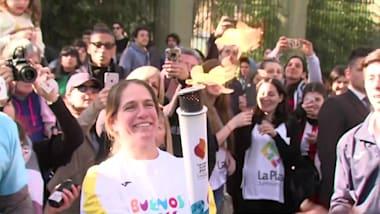 الشعلة الأولمبية تباشر رحلتها عبر الأرجنتين