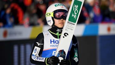 スキージャンプW杯女子最終戦 伊藤が7位、高梨は8位