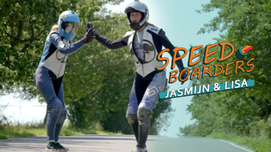 Jasmijn Hanegraef e Lisa Peters – Downhill Skateboard