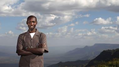 ケニア合宿中の神野大地、子供たちとの交流:キプサングらの協力に謝意