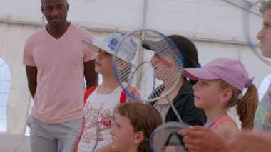 Greece: Badminton puts smiles back on Syrian refugee children's faces