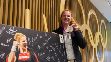 Betty Heidler receives re-allocated London 2012 silver in ceremony