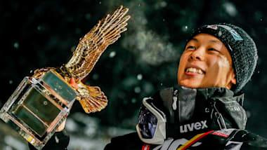 小林陵侑:レジェンドの薫陶を受け、日本人初のスキージャンプW杯年間総合王者に。22歳の若武者が「日の丸飛行隊」をけん引する
