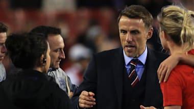 Le vainqueur de la Ligue des Champions Phil Neville inspire les Anglaises