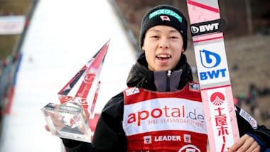 スキージャンプ小林陵侑が優勝トロフィーで5針縫うケガ...自身のSNSで明かす