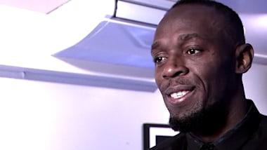 Bolt habla evalúa sus ofertas futbolísticas en su restaurante de Reino Unido