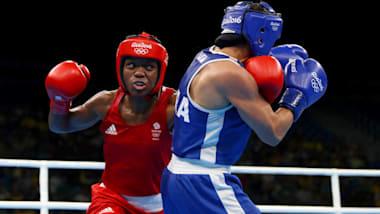 观看妮古拉·亚当斯成为首位赢得奥运金牌的女子拳击运动员