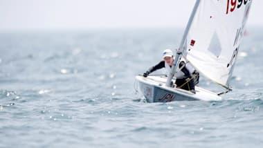 セーリング土居愛実選手、江の島の追い風を受けてメダルへ