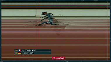 La photo-finish entre Fourcade et Schempp lors de la mass start de biathlon