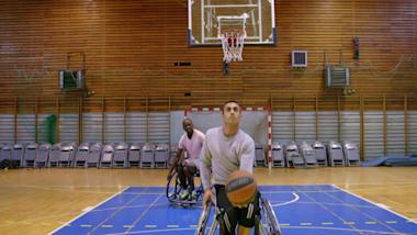 Grecia: el refugiado paralímpico Ibrahim persigue su sueño en el baloncesto