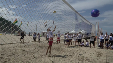 Día de la Tierra: Equipo de pesca abandonado reciclado en redes de voleibol