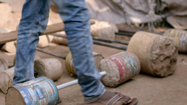 Nakivale: refugiados crean su propio gimnasio con distintos materiales