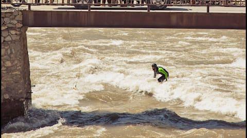 Afridun Amu hinterlässt Spuren bei den World Surfing Games