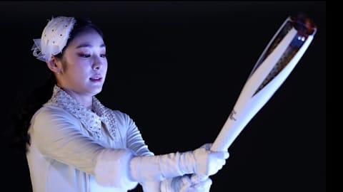 Ким Ен А зажигает олимпийский огонь
