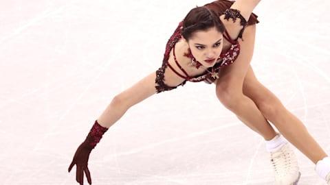 Medvedeva splits with long-time coach