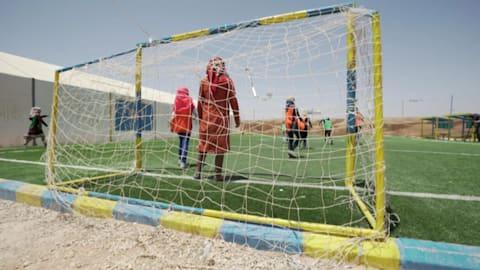 مخيم الزعتري: كرة القدم تملأ قلوب الفتيات بالبهجة