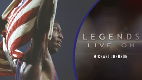 L'Américain Michael Johnson (long)