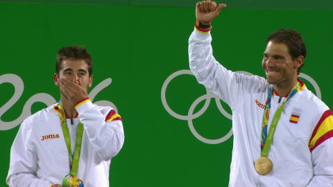 إسبانيا تفوز بذهبية زوجي التنس